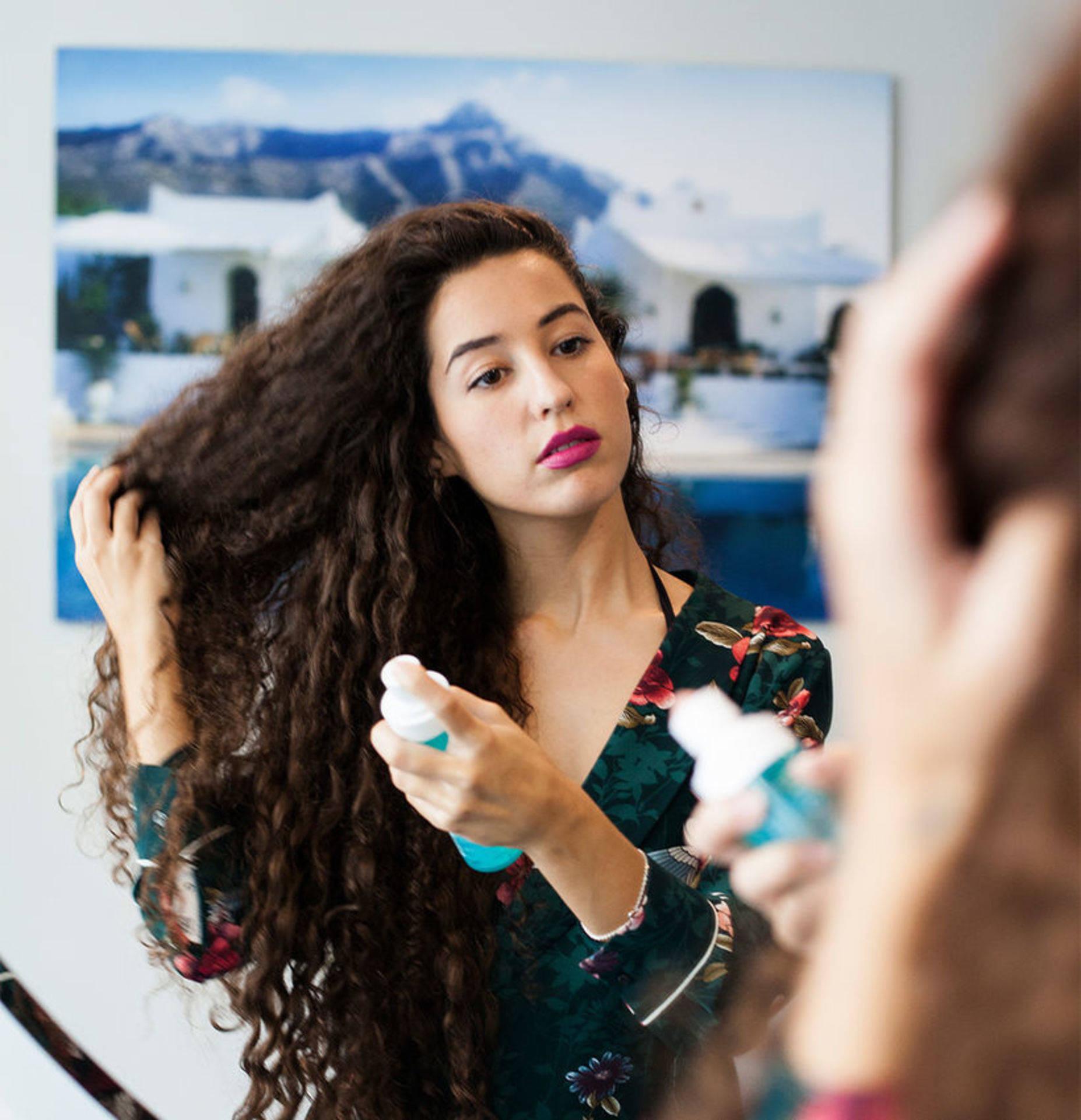 framhäva lockigt hår